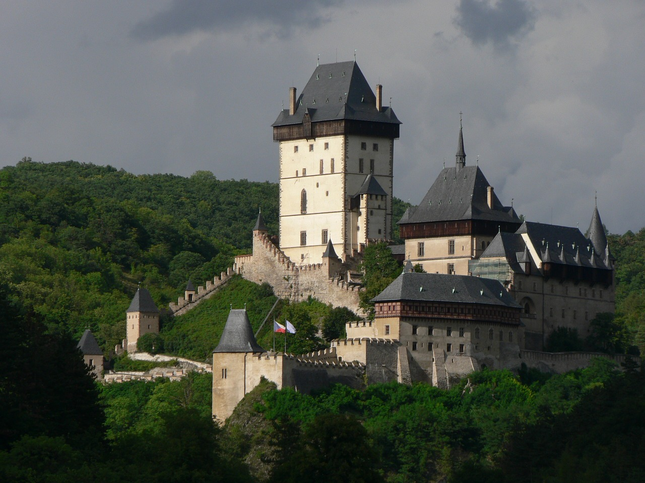castle-1096069_1280