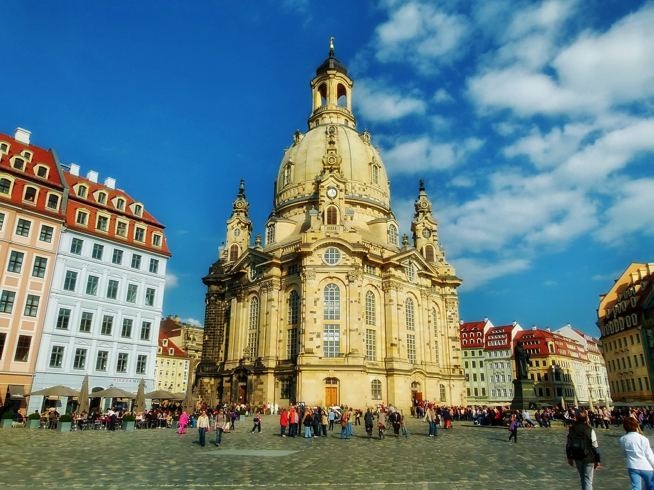 frauenkirche-352537_1280